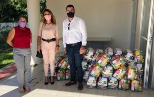 Sinduscon faz doação de cestas básicas para Porto Belo e Bombinhas